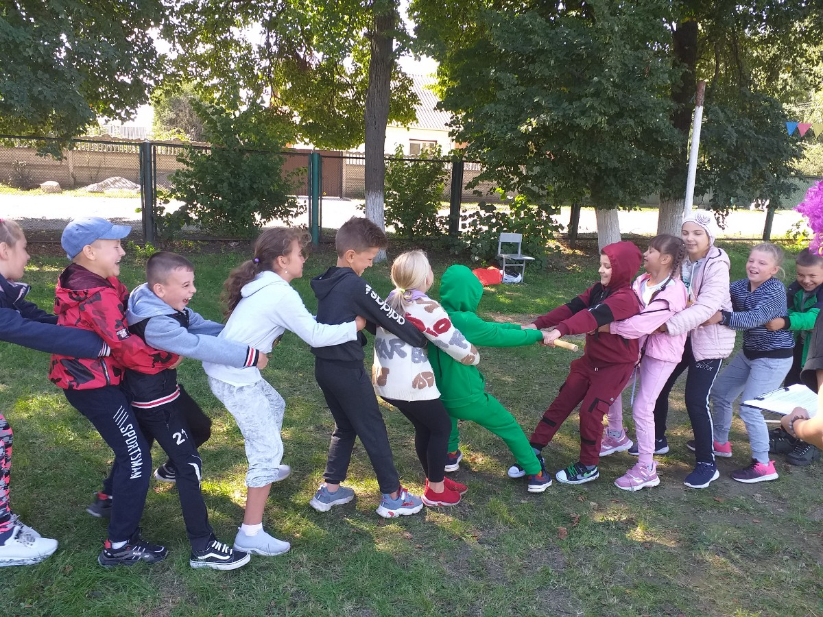 День фізичної культури і спорту у 3-А і 3-Б класах